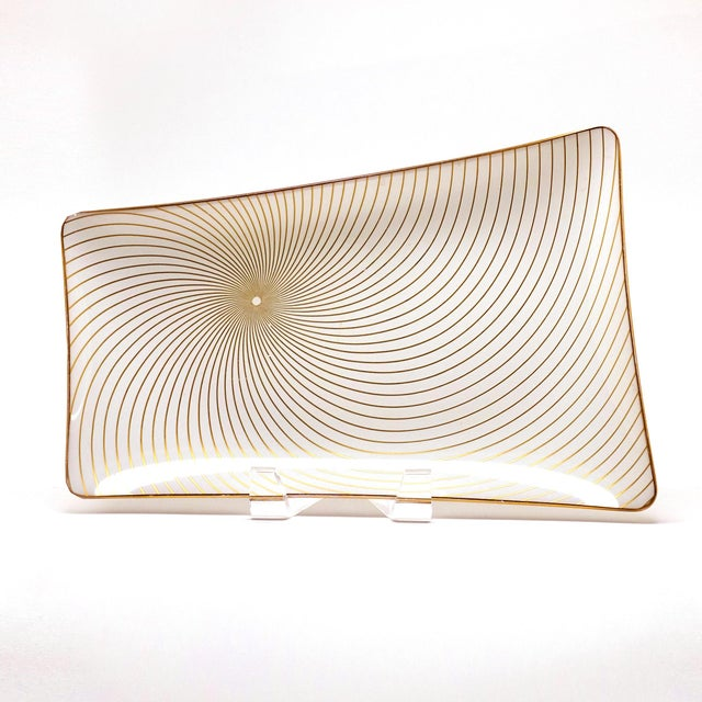 1960s 1960s Mid-Century Modern Spiral Swirl Gold Filagree on Opaque White Bent Glass Platter For Sale - Image 5 of 5
