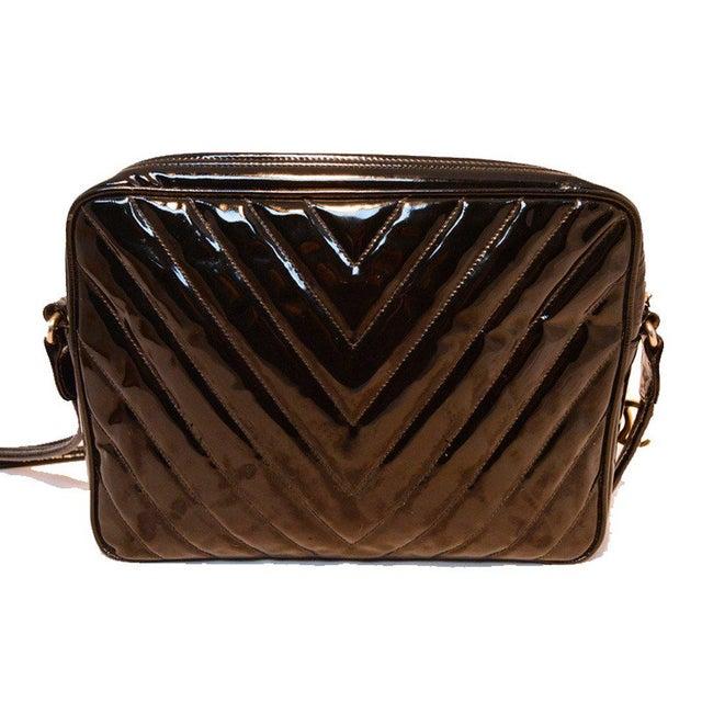 d8e5246fd09ea4 Contemporary Chanel Vintage Black Patent Leather Chevron Quilted Shoulder  Bag For Sale - Image 3 of