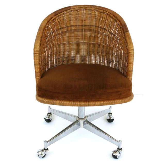 Mid-century rattan & stainless steel swivel chairs, Daystrom Furniture. Offered for sale is a set of six mid-century...