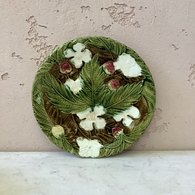 19th Century Majolica Strawberry Plate Wedgwood For Sale In Austin - Image 6 of 7