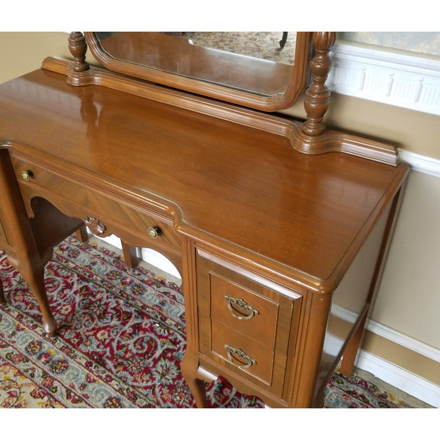 Brown 1930s Post Deco Walnut Traditional Bedroom Vanity & Mirror With Bench For Sale - Image 8 of 11
