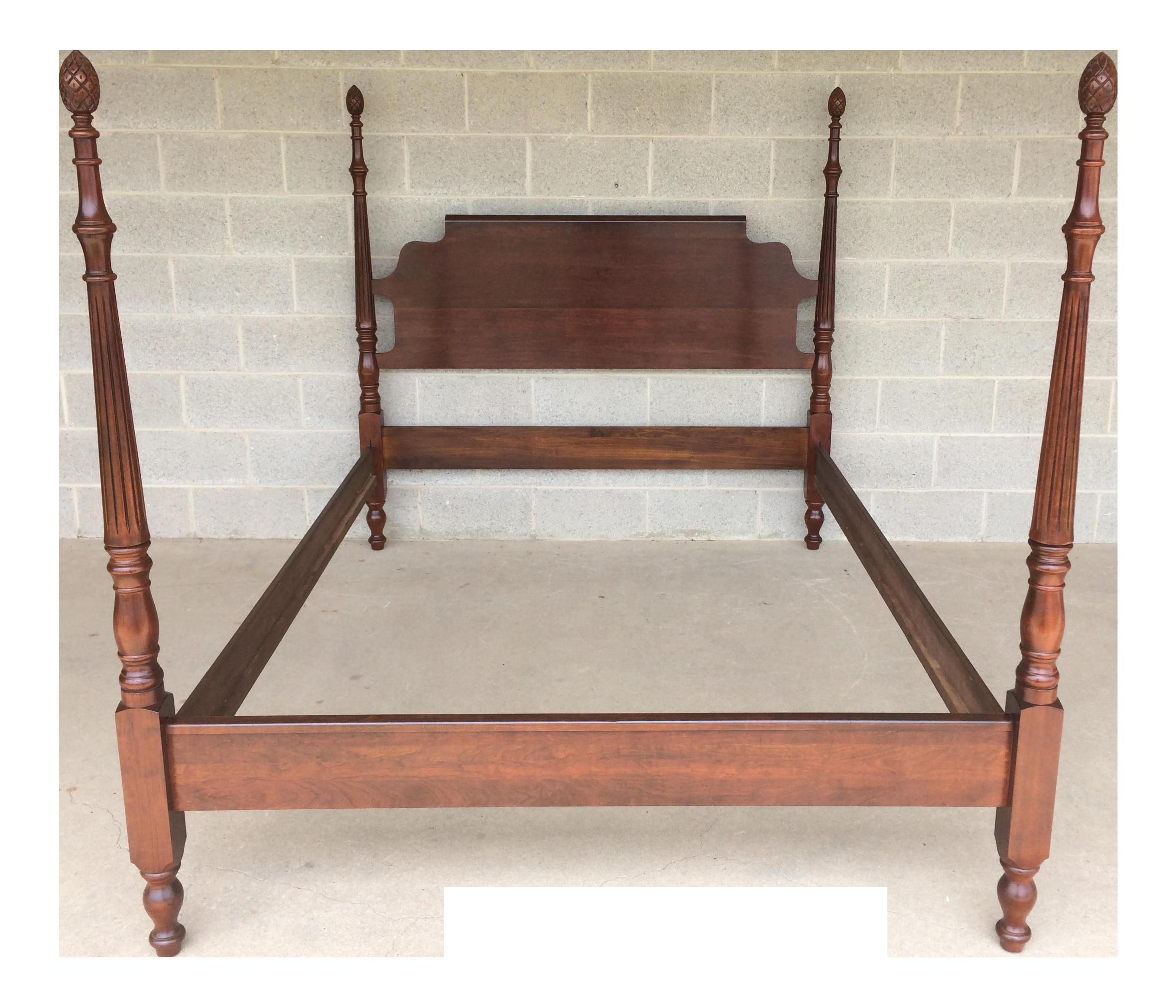 Cresent Furniture Pineapple Poster Queen Bed
