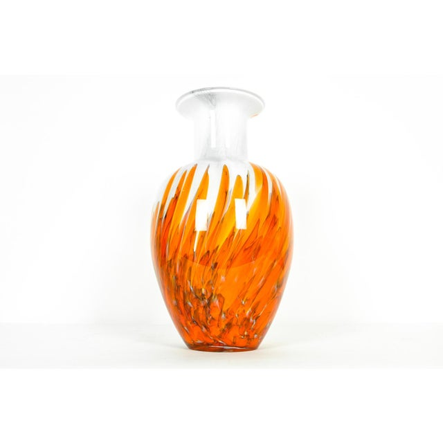 Mid-Century Modern Art Deco style Murano glass decorative vase. In excellent condition. The piece measures 10 inches high...
