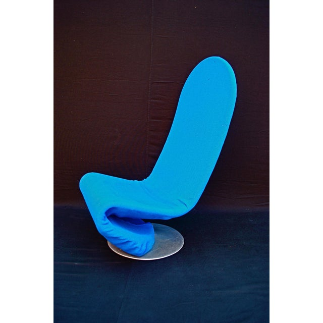 An elegant VERNER PANTON chair. Perfect for a modern home.