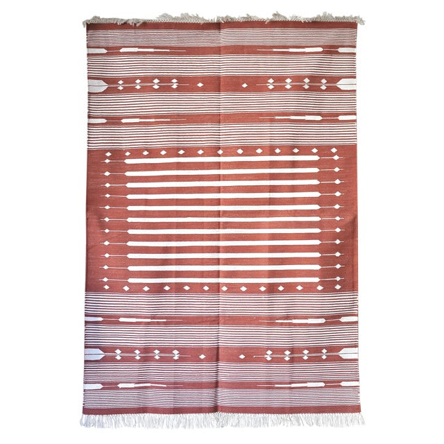 """Contemporary Handwoven """"Alwar Rusty Rose"""" Area Rug - 4′ × 6′ For Sale"""