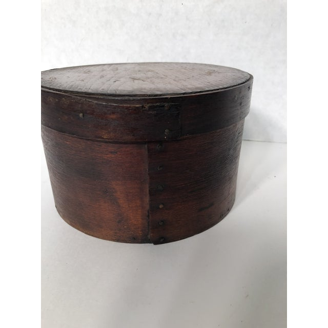 Antique handmade wood shaker pantry box with lid. The piece is from the early 20th century.
