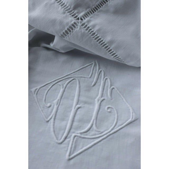 """Early 20th Century Vintage French Sheet White Woven Cotton """"OT"""" Monogram Fabric - 87"""" X 117"""" For Sale - Image 5 of 5"""