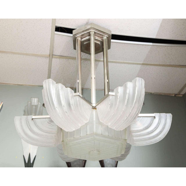 Transparent Large and Important Art Deco Chandelier by Sabino For Sale - Image 8 of 9