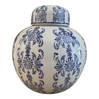 Blue and White Chinese Porcelain Ginger Jar For Sale