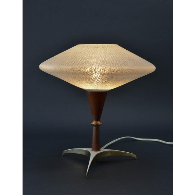 Mid-Century Design Decorative Atomic Tripod Teak Brass Glass Table Lamp by Phillips, 1950s For Sale - Image 6 of 8
