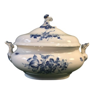 Early 20th Century Rear Old German Meissen Blue Rose Pattern Oval Tureen With Lid - a Pair For Sale