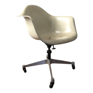 Mid-Century Modern Eames Herman Miller Fiberglass Swivel Shell Armchair, 1960s For Sale