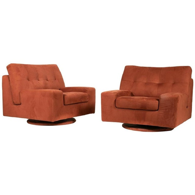 1970s Pair of Mid Century Modern Swivel Lounge Chairs For Sale - Image 5 of 5