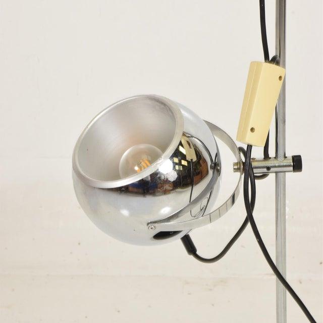 Mid-Century Modern Mid Century Modern Chrome Floor Lamp by Robert Sonneman For Sale - Image 3 of 10