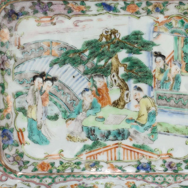 A very good quality, antique 19th century famille verte Chinese porcelain low bowl. Perfect as a vide-poche! Length: ca. 8...