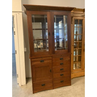 Fenton MacLaren Brentwood Cherry Two Piece Hutch Preview