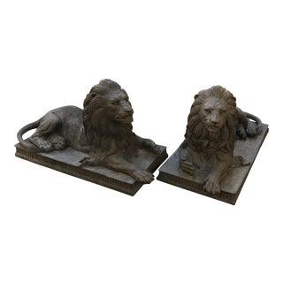 1970s Vintage Outdoor Bronze Regal Garden Lions - a Pair For Sale
