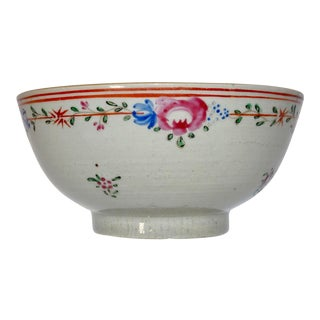 19th Century Chinese Porcelain Export Bowl With Floral Decoration For Sale
