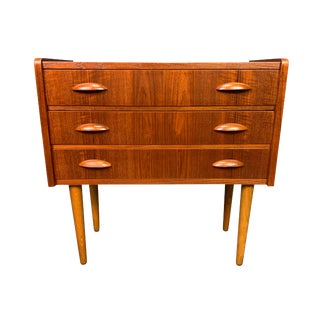 1960s Vintage Danish Modern Teak Chest of Drawers, Attributed to Peter Hvidt. For Sale