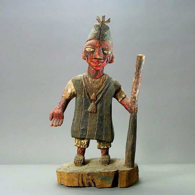 Early 20th Century Yoruba Polychrome Sculpture of an Oba For Sale - Image 5 of 5