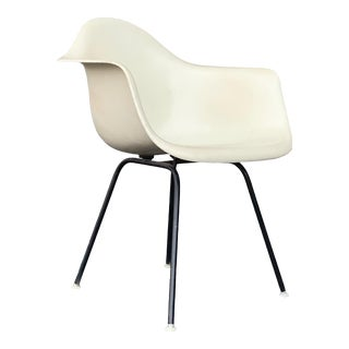 Mid Century Modern Early Herman Miller Eames Fiberglass Arm Shell Chair For Sale