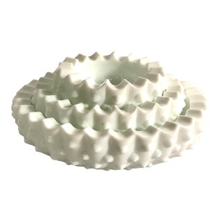 Vintage Mid-Century Milk Glass Nesting Ashtrays - Set of 3 For Sale