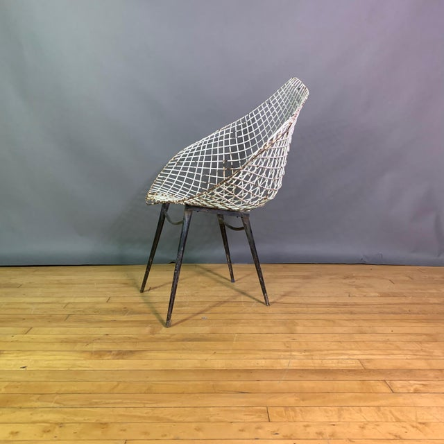 White Set of 1970s Iron Diamond Outdoor Chairs, Manner of Bertoia For Sale - Image 8 of 11