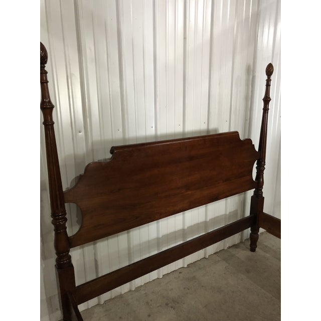 1990's Vintage Statton Queen Size Pineapple Poster Bed Frame For Sale - Image 4 of 7