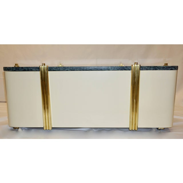 1970s Art Deco Green Marble and Cream White Lacquered Coffee Table or Bench For Sale In New York - Image 6 of 7