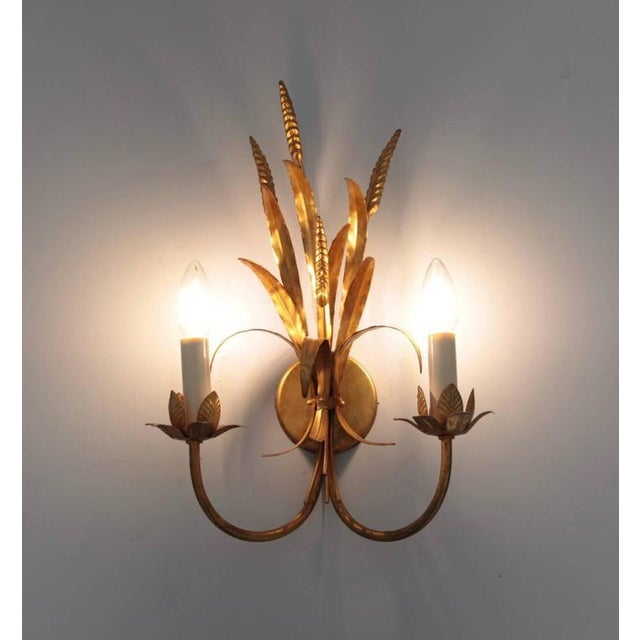 Stunning Florentine style wall lamp made in Italy in the 1970s. Its Florentine-gold finish fits perfectly with a glamorous...
