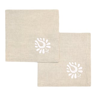 Indian Tulip Dinner Napkins, Oatmeal and White - Set of 2 For Sale