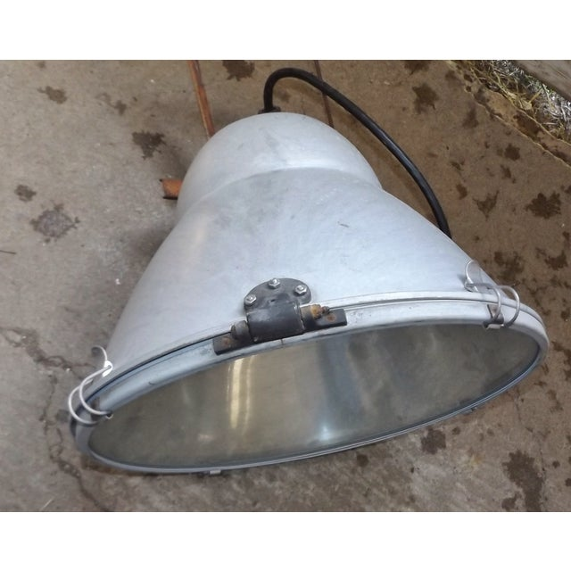 Industrial Wall Mounted Flood Light - Image 5 of 6