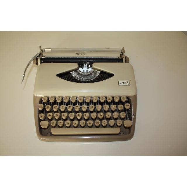 Vintage 1965 Triumph Tippa Beige Typewriter - Image 4 of 9