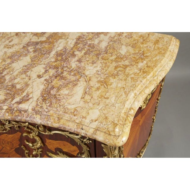 Ormolu Mounted Tulipwood and Amaranth Marquetry Commode For Sale In Minneapolis - Image 6 of 13