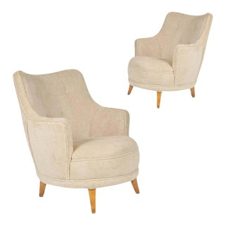 1940s Barrel Back Moderne Freshly Upholstered Lounge Chairs After Gilbert Rohde, Pair For Sale