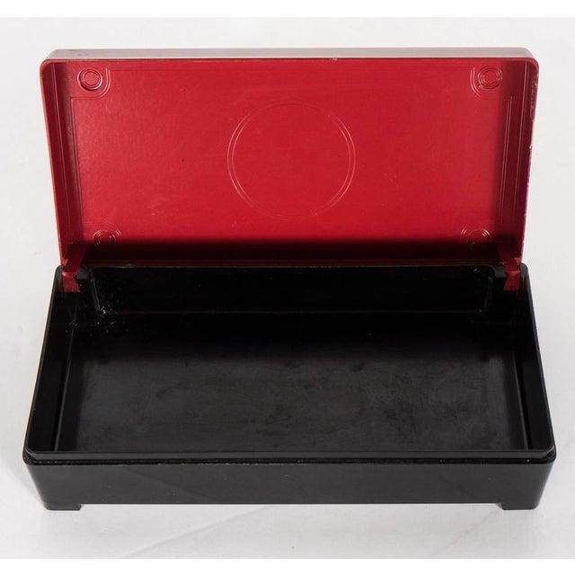 Streamlined Art Deco Bakelite Box with Burgundy Top with Cubist Detail For Sale In New York - Image 6 of 7