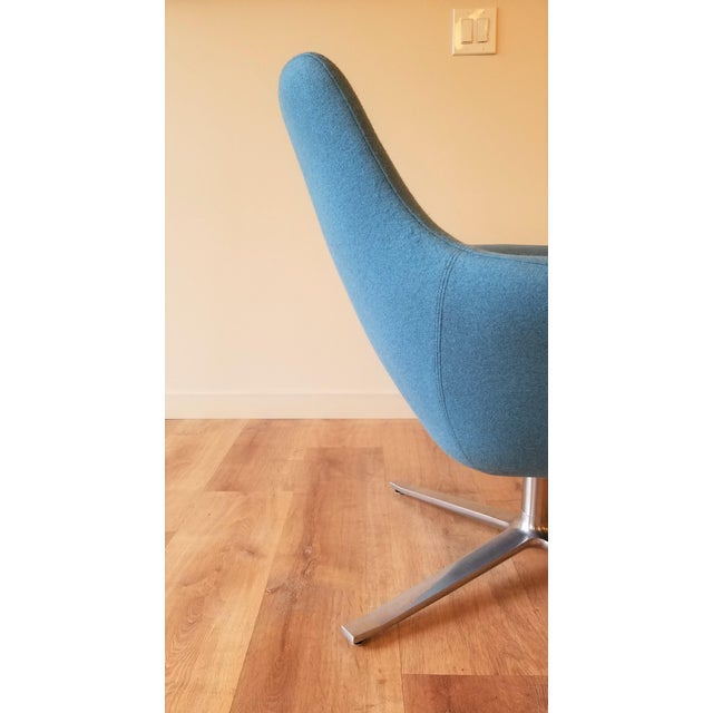 "Metal Recently-Upholstered Coalesse ""Bob"" Swivel Lounge Chair by Steelcase For Sale - Image 7 of 11"