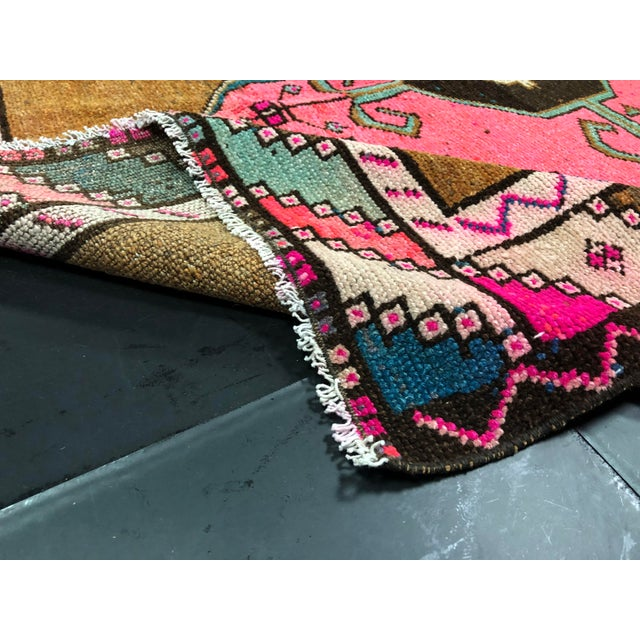 Vintage Turkish Anatolian Pink Geometric Patterned Oushak Area Rug - 4′4″ × 9′10″ For Sale - Image 4 of 11