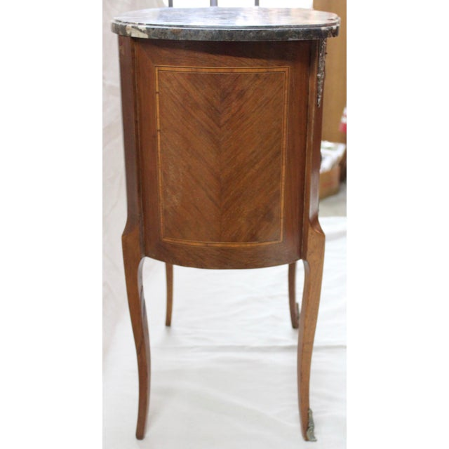 1920s Louis XVI Style Mahogany Marquetry Commode For Sale In Milwaukee - Image 6 of 10