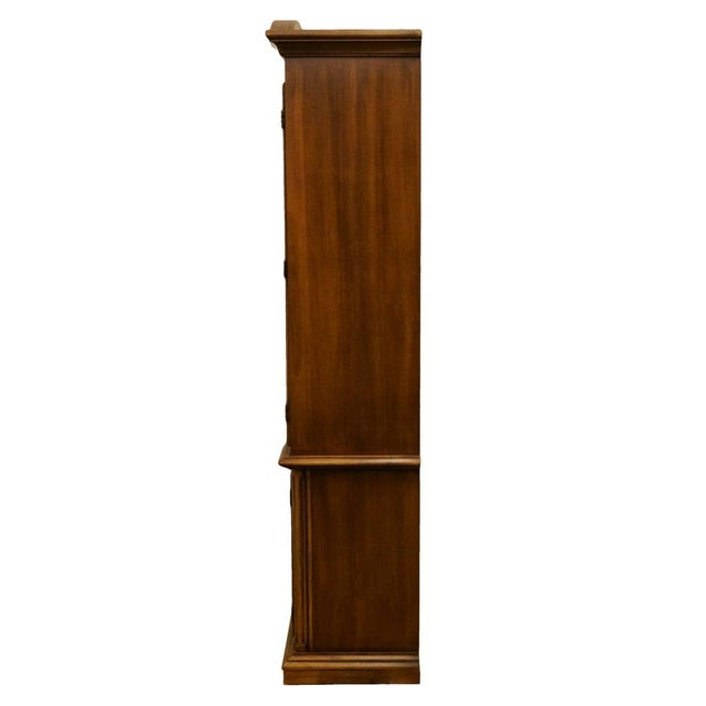 """Wood 20th Century Traditional Thomasville Huntley Furniture Romano Collection Italian Neoclassical 42"""" Display China Cabinet For Sale - Image 7 of 11"""