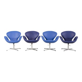 Set of Arne Jacobsen Swan Chairs For Sale