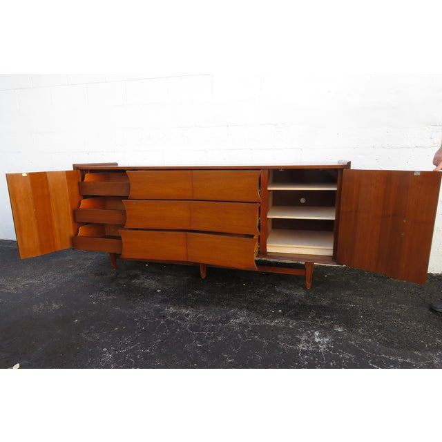 Mid-Century Modern Mid Century Modern Long Dresser Sideboard Tv Media Console 2714 For Sale - Image 3 of 11
