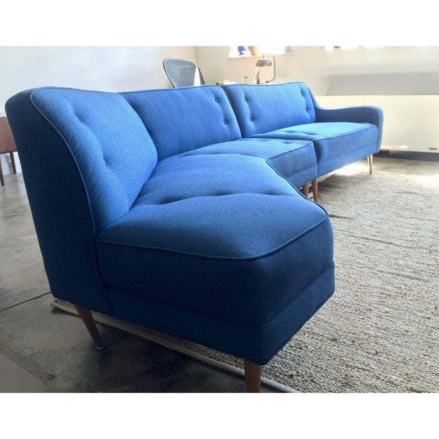 A stunning vintage 11' sectional sofa, original mid-century design (1950s). Wonderful seating for conversation and cocktails.