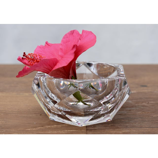 """This vintage cut crystal Val Saint-Lambert ashtray in excellent condition. Circa 1960s. 4-1/2""""DIAM x 2""""H"""
