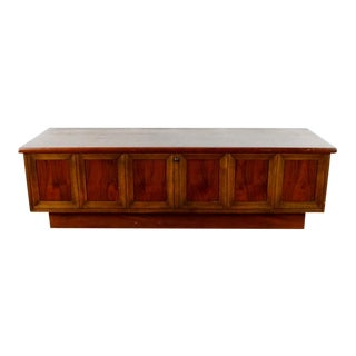 Lane Mid-Century Modern Cedar Wooden Chest For Sale