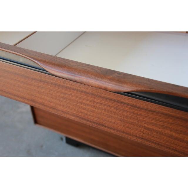John Kapel for Glenn of California Mid-Century Modern Eight-Drawer Walnut Dresser For Sale - Image 11 of 13