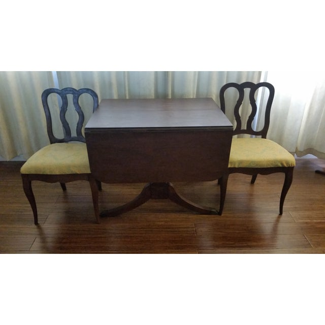 This is a vintage, Duncan Phyfe-style drop leaf table by Craddock Dependable Furniture. It is solid mahogany wood and very...