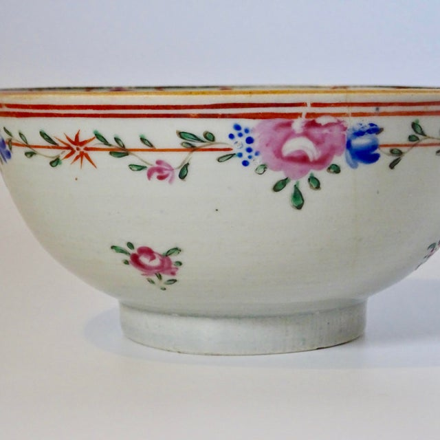 19th Century Chinese Porcelain Export Bowl With Floral Decoration For Sale In Nashville - Image 6 of 8