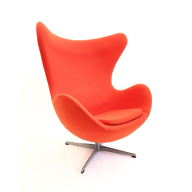 Mid-Century Modern The Egg Chair by Arne Jacobsen For Sale - Image 3 of 5