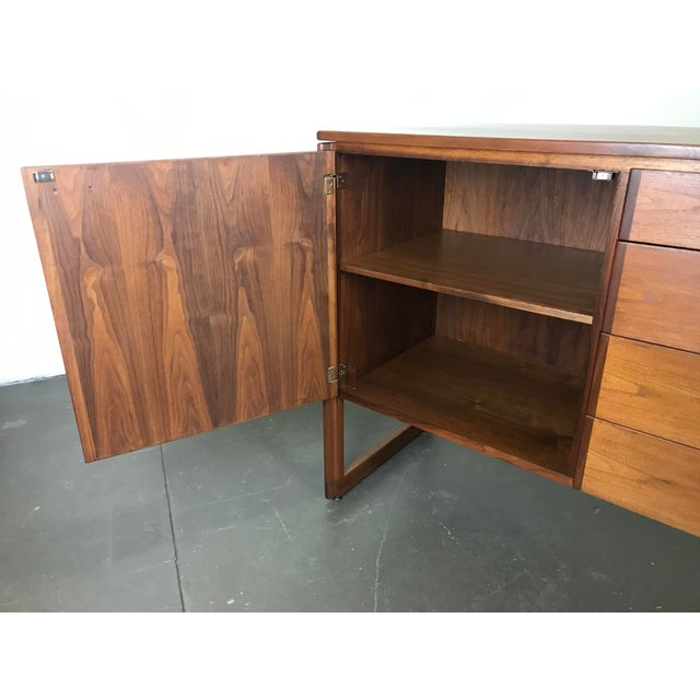1960s Nicely Designed Walnut Sideboard Cabinet by Jens Risom; 1960's. For Sale - Image 5 of 13